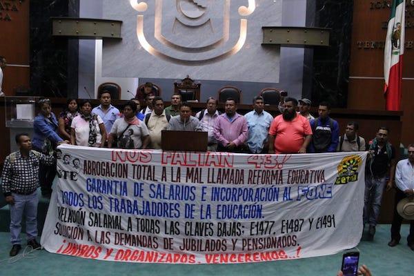 Los maestros piden la regularización de cinco mil 743 empleados que están fuera del FONE, pues no tienen prestaciones. Foto: Especial