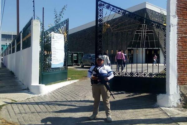 Los centroamericanos fueron llevados al Polideportivo Xonaca, de Puebla. Foto: @RiveraVivanco_