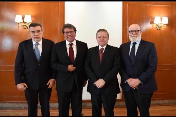 La reunión se da después de que Monreal hiciera propuestas para reformar la SCJN. Foto: Arturo Zaldívar