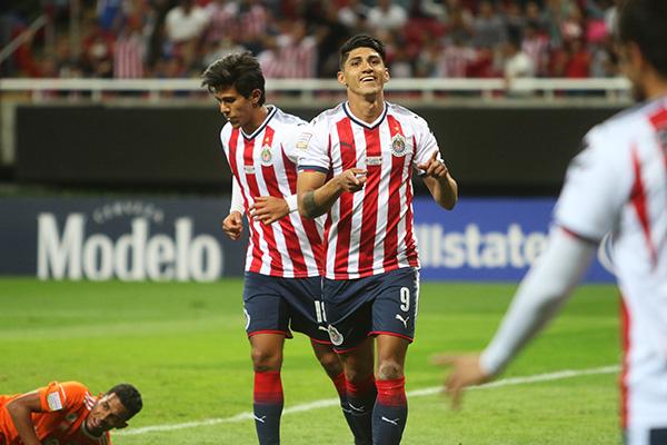 El equipo de Guadalajara mejoró ligeramente en la presentación de Alberto Coyote como técnico, pero no le alcanzó y sufrió un descalabro. FOTO: CUARTOSCURO
