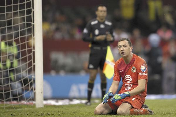 IMPOTENCIA. Marchesín no pudo evitar el pase de Juárez a los cuartos de final. Foto: MEXSPORT
