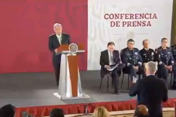 El periodista Jorge Ramos acudió a la conferencia mañanera. FOTO: ESPECIAL