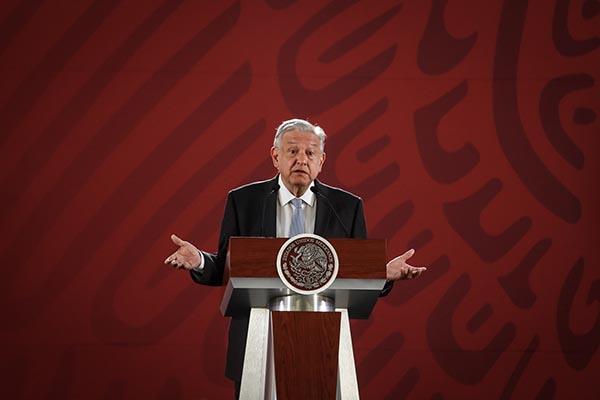 En conferencia de prensa en Palacio Nacional, el presidente Andrés Manuel López Obrador celebró la aprobación de la reforma educativa. FOTO: NOTIMEX