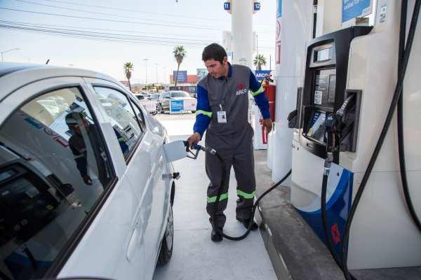 ¿Cuáles son las gasolineras que venden más cara y más barata la gasolina Premium y Magna?