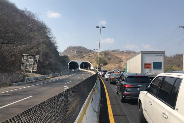 En redes sociales varios usuarios alertaron que los criminales asaltaron a varios automovilistas varados sobre el tramo Chilpancingo - Puente Solidaridad, pero la SSP aclaró que todo fue una confusión
