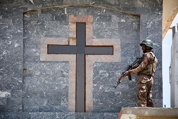 La primera explosión fue reportada en una iglesia ubicada en la capital. Las otras explosiones siguieron dentro de media hora, indicó Al Yazira. FOTO: AFP