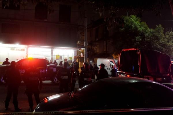policías atienden atropellados