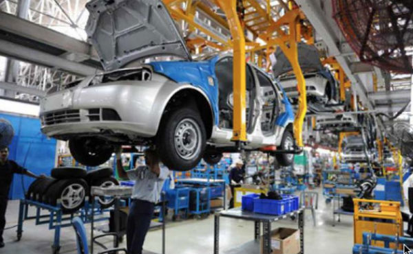 En febrero, la colocación de crédito para un auto cayó 5 por ciento.FOTO: ESPECIAL