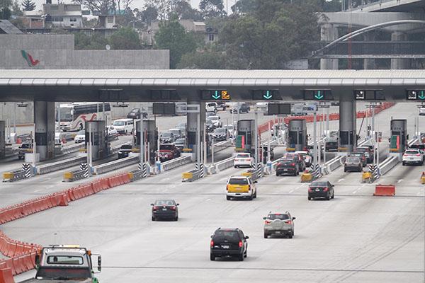 Precisó que por la autopista México-Cuernavaca ingresan 10 vehículos por minuto a la capital del país y abandonan la metrópoli 15. FOTO: NOTIMEX