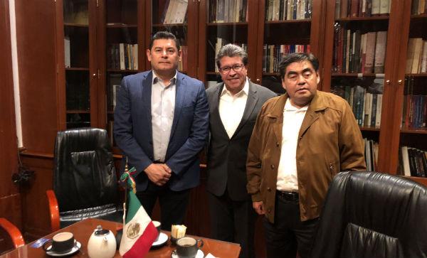 Miguel Barbosa publicó la foto del encuentro en su cuenta de Twitter.Foto: Especial