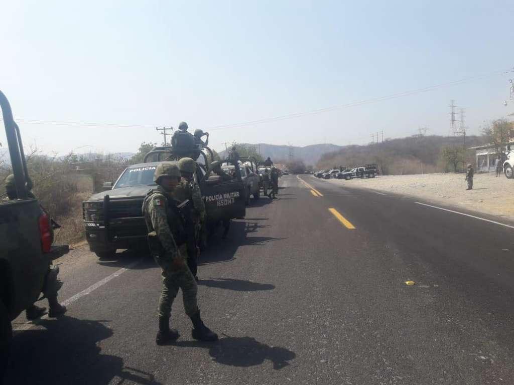 El bloqueo impide la circulación de los automovilistas que se dirigen al puerto de Acapulco y hacia la Ciudad de México. Foto: Especial