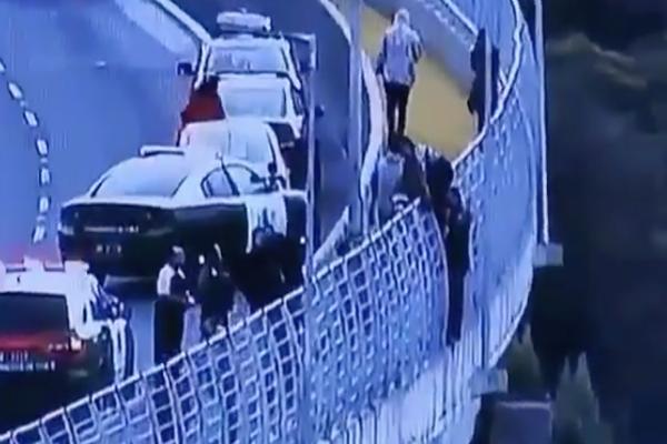 Un carabinero chileno logró evitar que una joven de 21 años se suicidara. Foto de Twitter @Carabdechile
