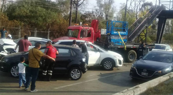 El conductor del camión fue detenido y será puesto a disposición del Ministerio Público. Foto: Especial