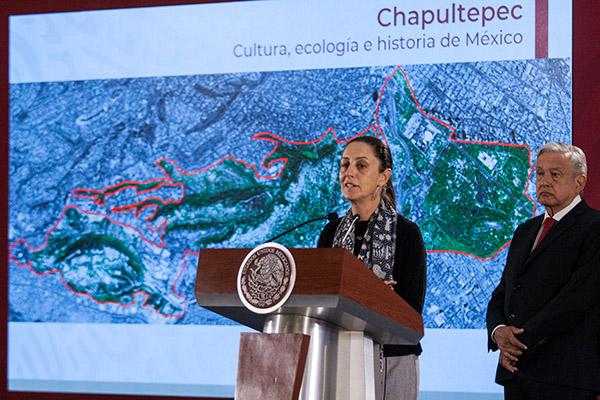 Claudia Sheinbaum, jefa de gobierno de la Ciudad de México, y el presidente Andrés Manuel López Obrador, durante la conferencia matutina. FOTO: CUARTOSCURO