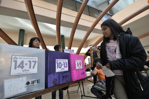El 87% de los menores que participaron lo hicieron en las casillas, 412 mil 850 lo hicieron por internet. Foto: Cuartoscuro