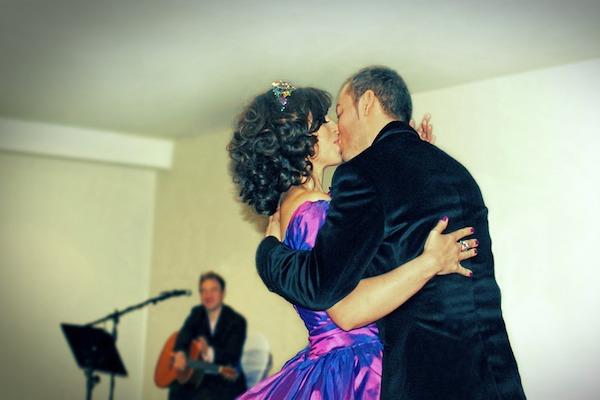 El beso y la música suelen ser una combinación idónea. Foto: Pixabay