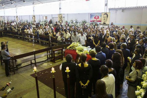 Al menos siete personas murieron y más de 40 resultaron heridas en  accidente de un autobús que llevaba a militantes apristas al sepelio del expresidente Alan García. Foto: EFE