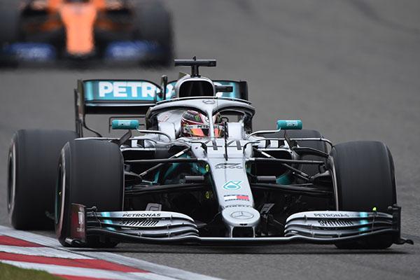 Daniel Ricciardo obtuvo su mejor resultado del año a bordo de su Renault, pues vio la bandera a cuadros en séptimo lugar. FOTO: AFP