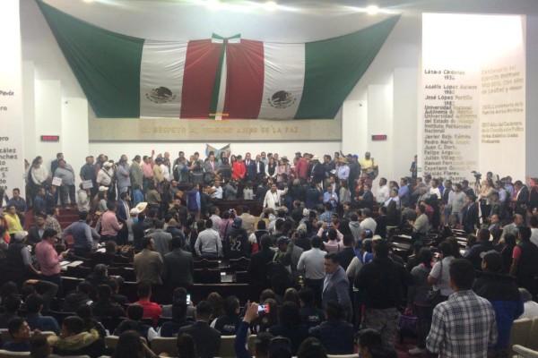 Los pobladores acusaron al presidente de la Junta de Gobierno del Congreso localde no atender sus demandas. Foto: Especial