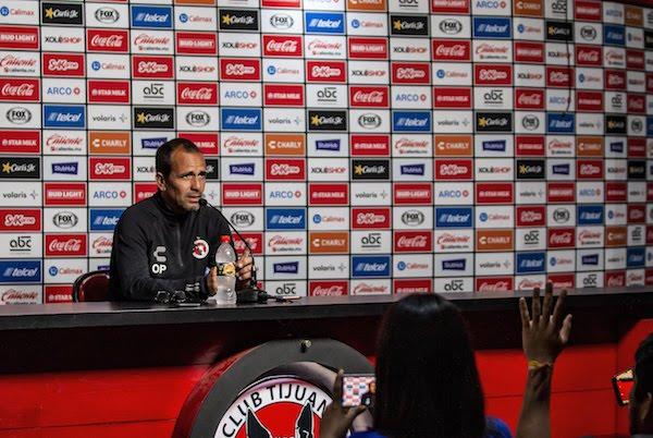 El entrenador destacó que su equipo se mantiene positivo pese a que han tenido semanas difíciles. Foto: Especial
