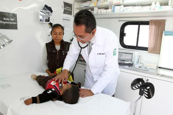 Especialista del IMSS recomienda que ante síntomas como debilidad, mareos, palpitaciones, palidez y cansancio en actividades se debe acudir al médico. Foto: IMSS