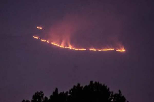 Los trabajos para controlar el incendio iniciaron el domingo a las 10: 00 horas y las acciones se concentraron en evitar que el incendio se extendiera.