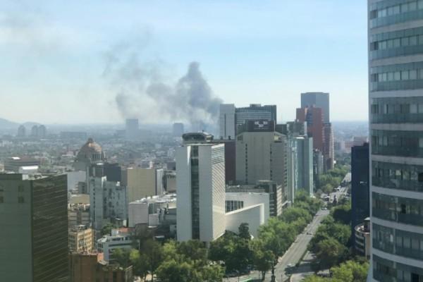 Se registra incendio al costado del Metro Garibaldi sobre Paseo de la Reforma: VIDEO