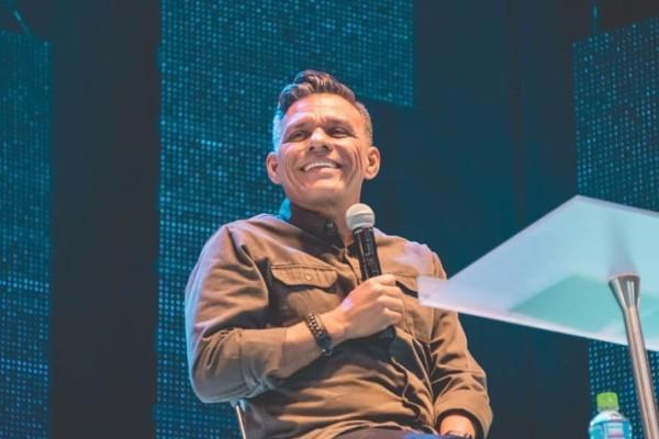 """Julio Melgar es el autor de las canciones """"Creo en ti"""" y """"A quién iré"""". Foto: Instagram"""