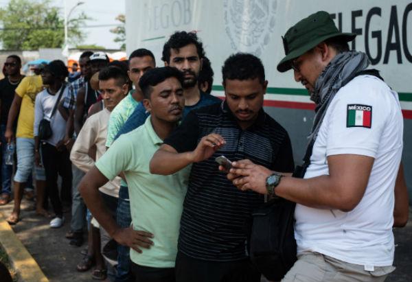 Activistas prevén que más de la mitad de los extranjeros decidan caminar nuevamente en caravana hacia el norte del país.FOTO: ESPECIAL