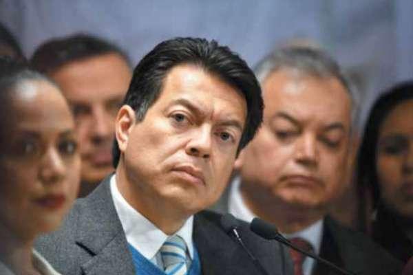 NEGOCIACIÓN. El coordinador de Morena en San Lázaro pidió voto de confianza al magisterio. Foto: Pablo Salazar