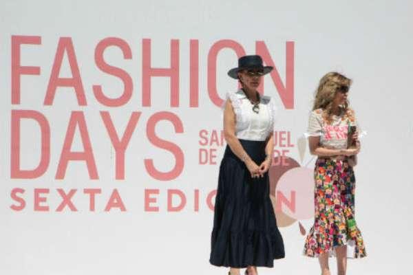 ANFITRIONAS. Marta Sahagún de Fox y Blanca Salinas de Santos, con Anna Fusoni. Foto: CARLOS SANTANA