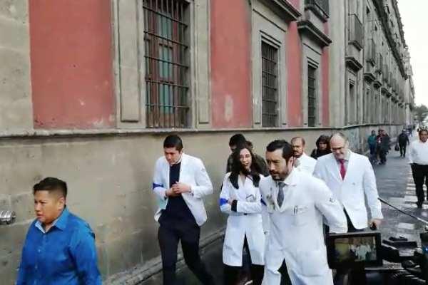 Cerca de 400 médicos marcharon hasta el Zócalo capitalino. Foto: Especial