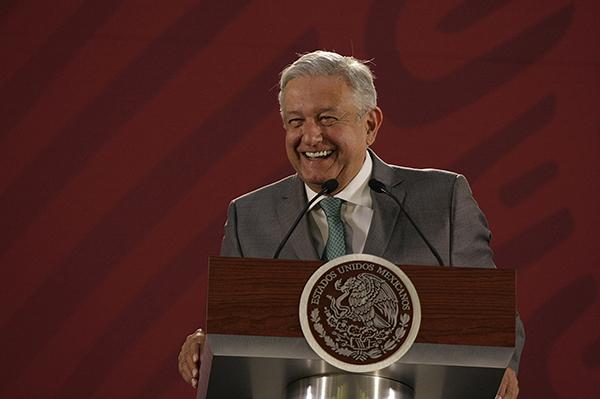 López Obrador aseguró que no habrá problemas de abasto de agua, además de que en el proyecto sí se tomó en cuenta el cerro de Santa Lucia, así como los costos. FOTO: NOTIMEX