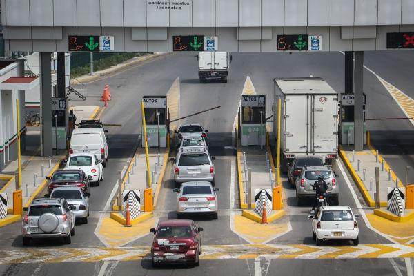 En la México-Cuernavaca,  ingresan 42 vehículos, salen 12 por minuto.  Foto: Cuartoscuro