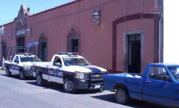 Los inconformes entregaron al sujeto a las autoridades que lo trasladaron al Hospital de Actopan. Foto: Especial