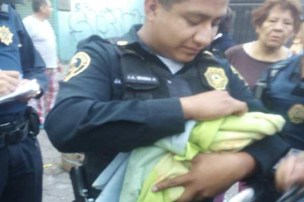 Los vecinos de la Morelos fueron quienes alertaron a las autoridades de la menor. Foto: @CarlosTejedaA