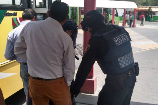 Así lo señaló luego de que nuevamente se diera a conocer un video en redes sociales donde un vendedor ambulante golpea a un policía en en la estación Nezahualcóyotl del Metro de la Ciudad de México FOTO: Especial