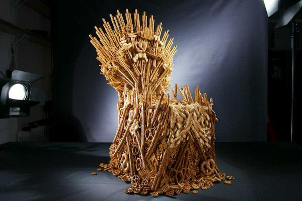 La réplica fue construida con pretzels completos, pero también con partes de la popular galleta crujiente. Foto: Especial