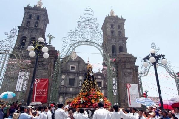 La procesión inicia cuando los contingentes salen de las iglesias. Foto: Sectur