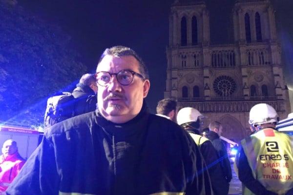 Jean-Marc Fournier entró sin miedo a la Catedral de Notre Dame a pesar del fuego. Foto: @Eloraillere