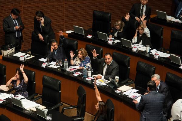 Votación durante sesión ordinaria en el Pleno de