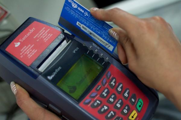 Si las deudas son demasiado altas y la única opción es pagar el mínimo, es recomendable refinanciar la deuda con un crédito más barato. Foto: Cuarto Oscuro
