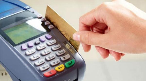 Las personas se están quejando por cargos indebidos en los productos de tarjeta de crédito. Foto: Especial