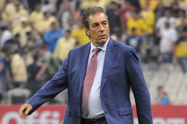 Tomás Boy llegó a sustituir a José Saturnino Cardozo quien dejó de ser entrenador a finales de marzo luego de la derrota de las Chivas frente a los Pumas en Ciudad Universitaria. FOTO: CUARTOSCURO