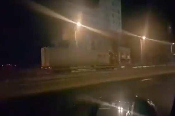 La unidad de carga fue remitida al corralón y el conductor detenido. Foto: Especial
