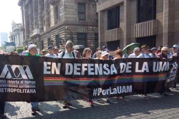 Estudiantes, maestros y trabajadores de la Universidad Autónoma Metropolitana marchan de la explanada de Bellas Artes a al Zócalo FOTO:ESPECIAL