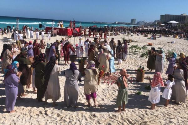 Previo a la representación del viernes, al menos tres mil personas ya se encontraban en el lugar para presenciar el viacrucis. Foto: Mauricio Conde
