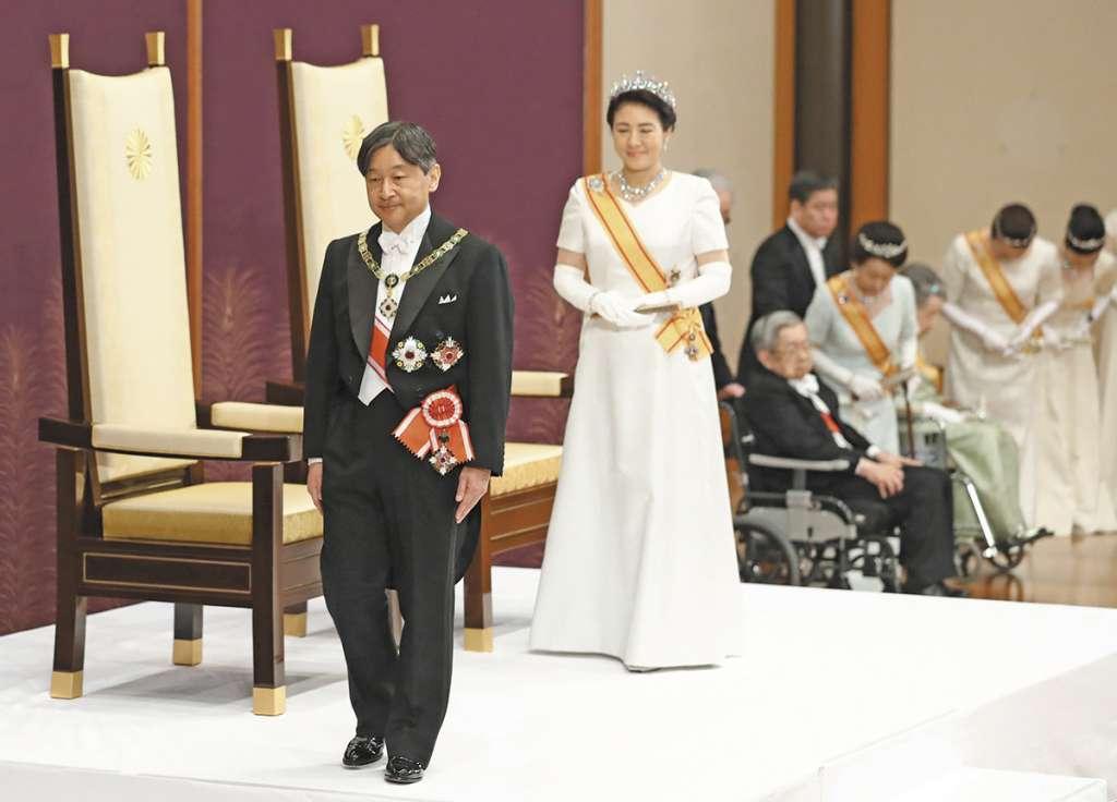 RELEVO. Naruhito asumió ayer como emperador de Japón, un día después de la abdicación de su padre. Foto: EFE Y AFP