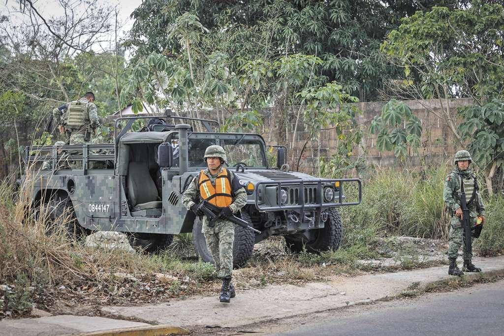 VIGILANCIA. Integrantes de la Guardia Nacional montaron un operativo en Minatitlán, Veracruz. Foto: Notimex