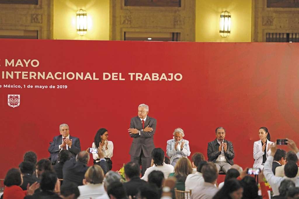 COMIDA. El Ejecutivo celebró en Palacio Nacional la publicación de la Reforma Laboral. Foto: NAYELI CRUZ
